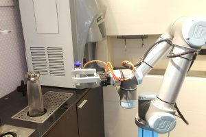 Café in Taiwan uses robots to make drinks